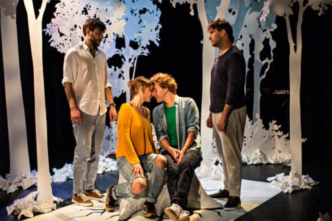 Médiapart: Laurent Cazanave embrasse le théâtre avec la langue